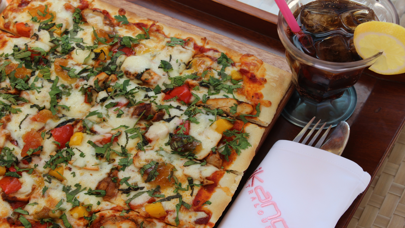 Chicken Tandoori Pizza with Mango and Red Peppers